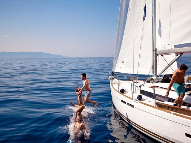 puno-jedro-sailing-croatia-swim-stop-diving-in