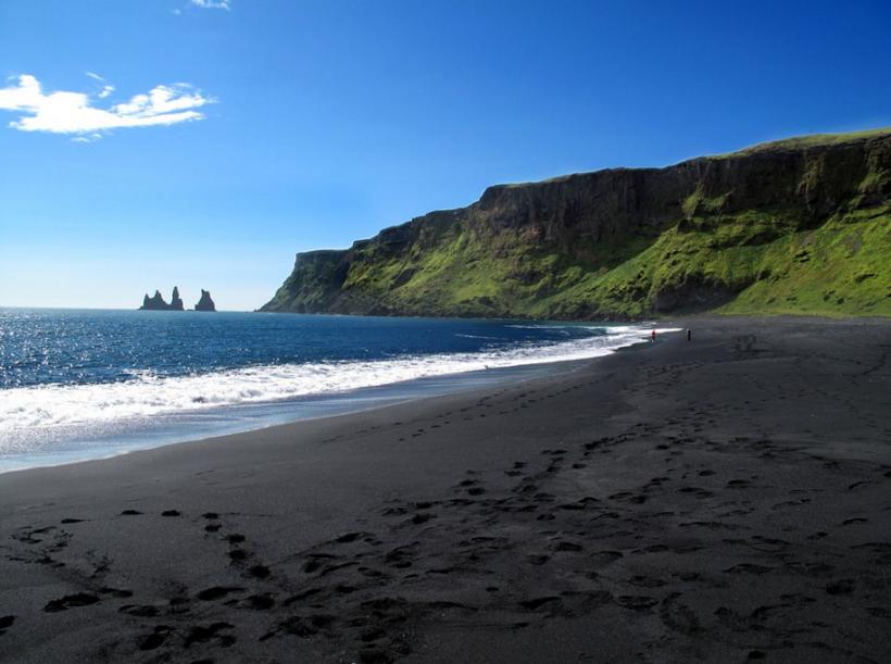 vulcano black sand beach – Corinna B's Worl